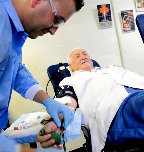 Kỷ lục thế giới: Người hiến máu nhiều nhất - 1