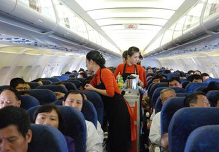 Tết: Mùa đầu cơ vé máy bay - 1