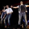 Westlife khiến fans Việt òa khóc vì hụt hẫng