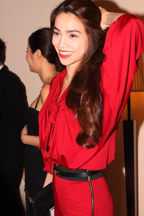 Hồng Nhung trẻ đẹp hơn Hà Hồ - 7