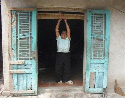 """Người đàn bà mang """"thân hình quỷ"""" ở Hà Nam - 2"""