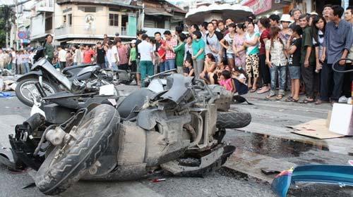 Tai nạn kinh hoàng: 11 xe vỡ nát - 1