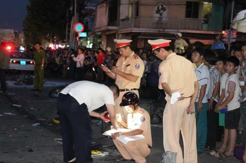 Tai nạn kinh hoàng: 11 xe vỡ nát - 11
