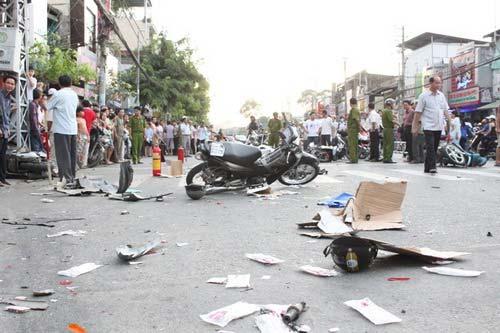 Tai nạn kinh hoàng: 11 xe vỡ nát - 3