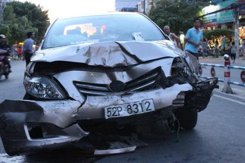 Tai nạn kinh hoàng: 11 xe vỡ nát - 7