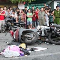 Tai nạn kinh hoàng: 11 xe vỡ nát