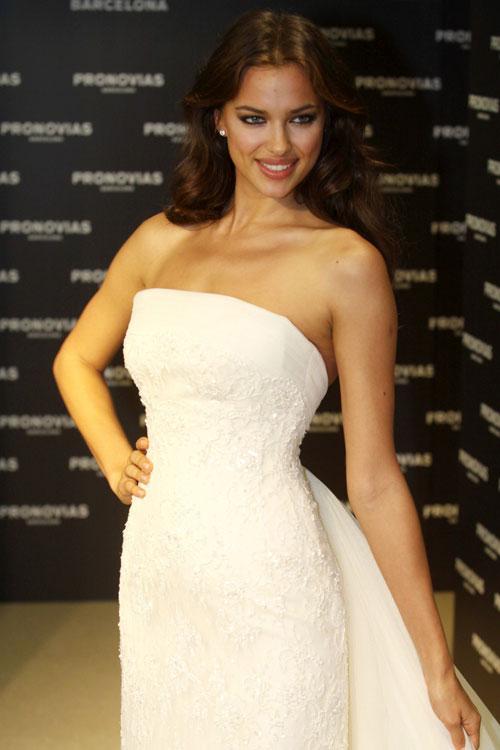 Irina Shayk quyến rũ trong váy cưới - 2