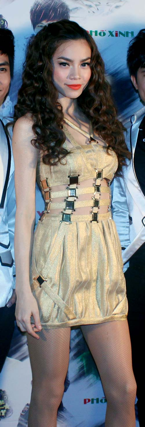 Hồ Ngọc Hà cực cuốn hút với váy hở bụng - 1