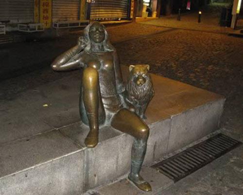 Tượng đá điêu khắc