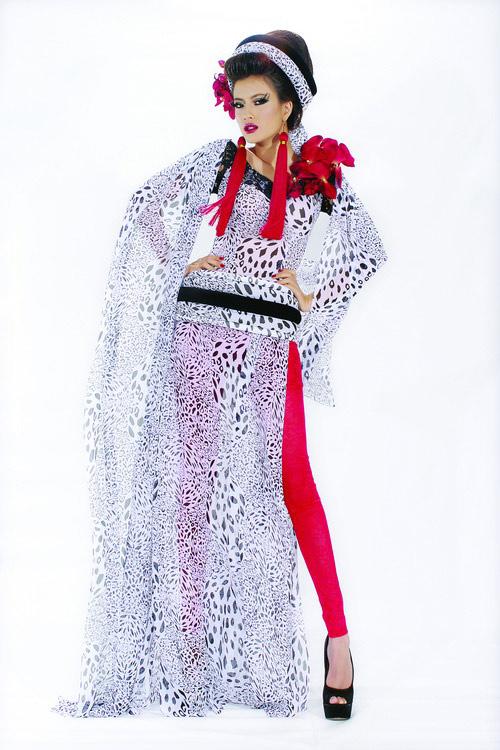 Huyền Trang cá tính cùng áo dài da beo - 9