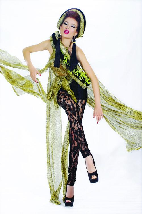 Huyền Trang cá tính cùng áo dài da beo - 10