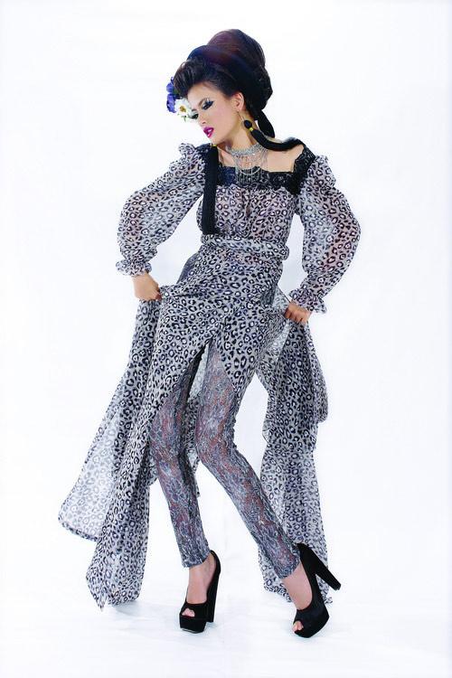 Huyền Trang cá tính cùng áo dài da beo - 12