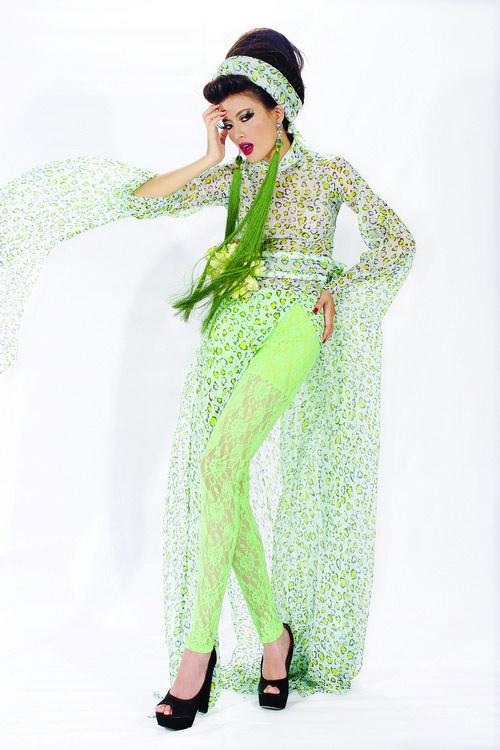 Huyền Trang cá tính cùng áo dài da beo - 15