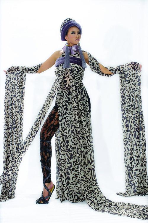 Huyền Trang cá tính cùng áo dài da beo - 2
