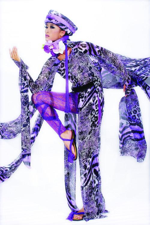 Huyền Trang cá tính cùng áo dài da beo - 3