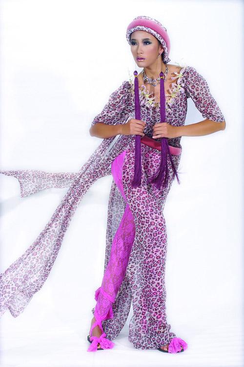 Huyền Trang cá tính cùng áo dài da beo - 5