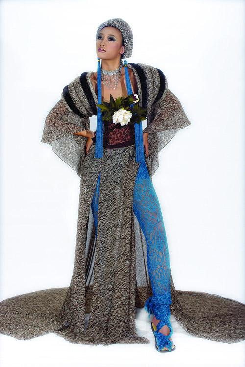 Huyền Trang cá tính cùng áo dài da beo - 6