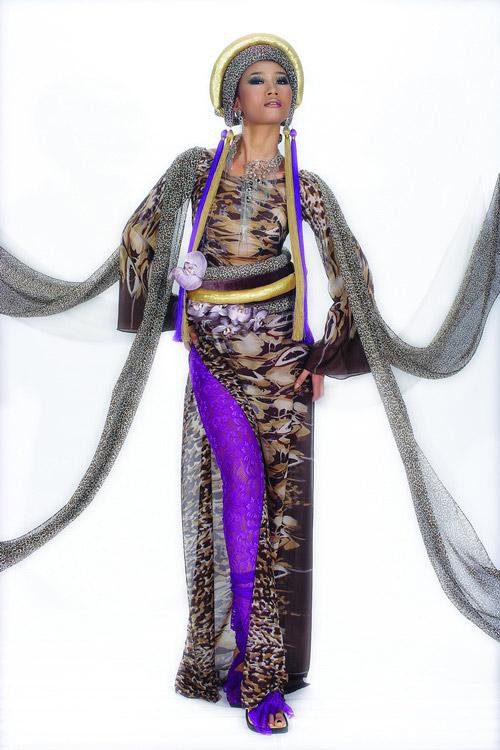 Huyền Trang cá tính cùng áo dài da beo - 7