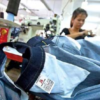 Xuất khẩu dệt may: khó dài sang năm 2012