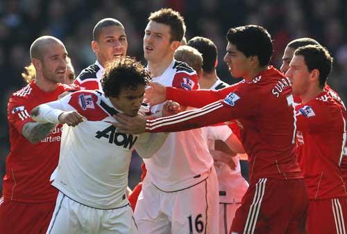 Liverpool - MU và cuộc chiến đa chiều - 1