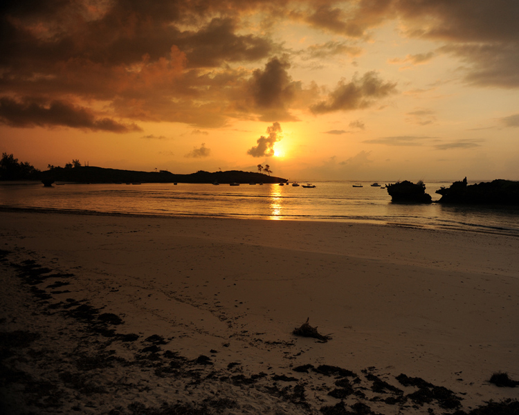 Ánh hoàng hôn ở Malindi luôn mang tới cho du khách những cảm xúc mãnh liệt.