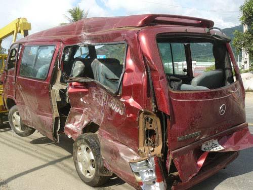 Tai nạn xe du lịch, 11 người thương vong - 1