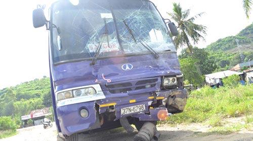 Tai nạn xe du lịch, 11 người thương vong - 2
