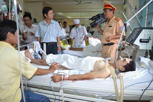 Tai nạn xe du lịch, 11 người thương vong - 3
