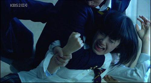 Bộ phim khiến cả Hàn Quốc phẫn nộ - 2