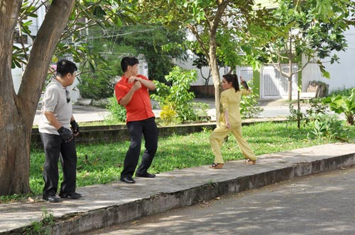 """Phi Nhung dùng dao """"dạy"""" chồng - 1"""