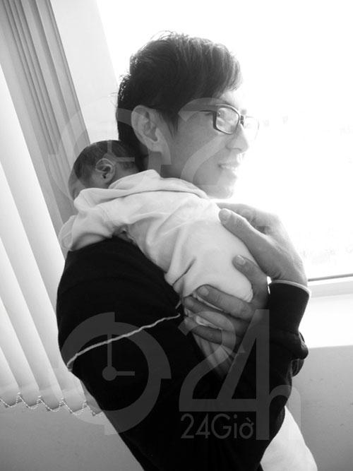 Tin HOT: Lý Hải khoe ảnh con trai mới sinh - 1