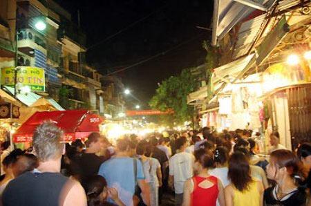Hà Nội mở thêm 6 tuyến phố đi bộ - 1