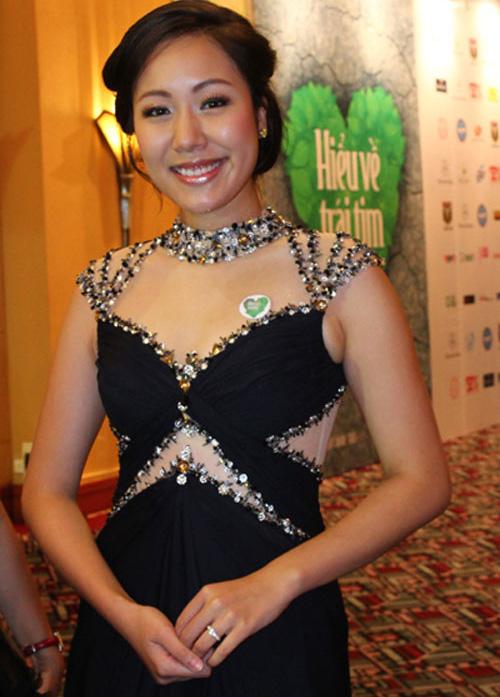 """Thời trang """"quý bà"""" của hoa hậu Việt - 5"""
