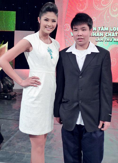 """Thời trang """"quý bà"""" của hoa hậu Việt - 12"""