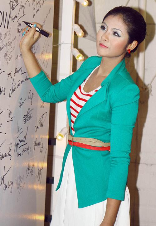 """Thời trang """"quý bà"""" của hoa hậu Việt - 15"""