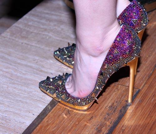 """Ngọc Diệp """"xài"""" giày hiệu đắt đỏ - 2"""