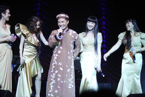 Quang Linh áo the khăn xếp hát accapella - 1