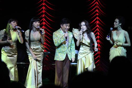 Quang Linh áo the khăn xếp hát accapella - 3