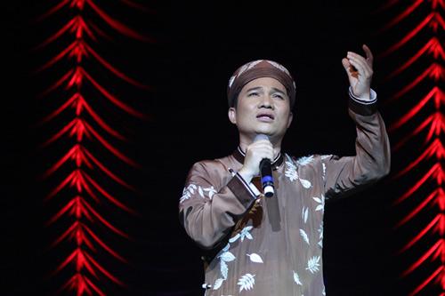 Quang Linh áo the khăn xếp hát accapella - 5
