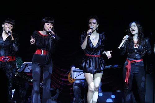 Quang Linh áo the khăn xếp hát accapella - 8