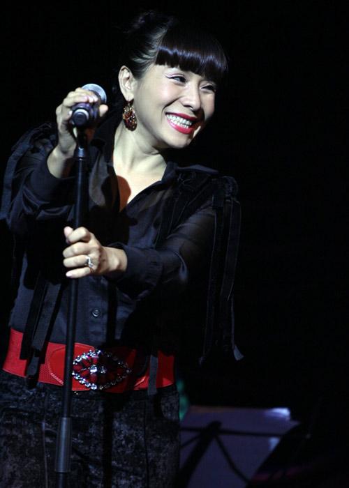 Quang Linh áo the khăn xếp hát accapella - 9