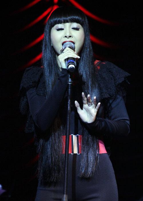 Quang Linh áo the khăn xếp hát accapella - 12