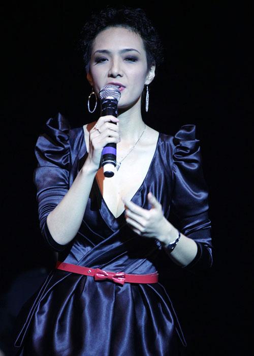 Quang Linh áo the khăn xếp hát accapella - 11