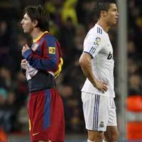 """Ronaldo vs Messi: """"SAO"""" nào sáng hơn?"""
