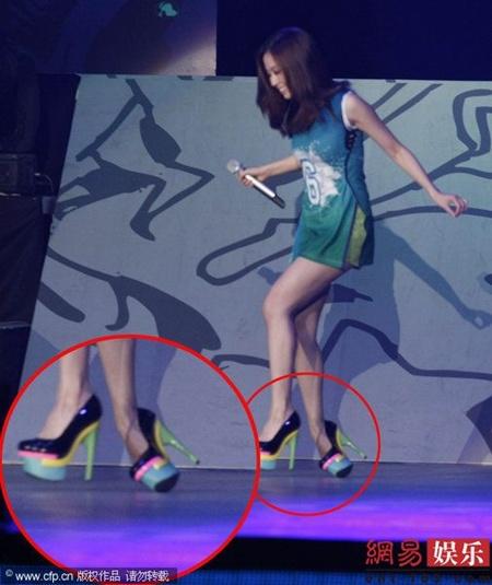 Sao nữ ngượng chín mặt vì giày cao gót - 9