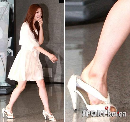 Sao nữ ngượng chín mặt vì giày cao gót - 4