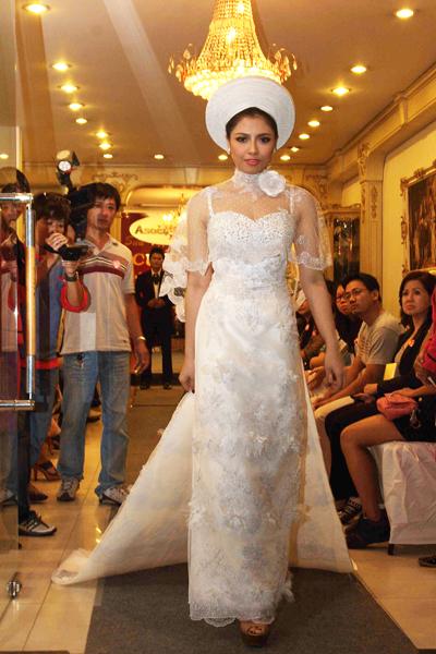 Mẫu áo cưới quyến rũ và đẹp mắt Xuân 2012 - 2