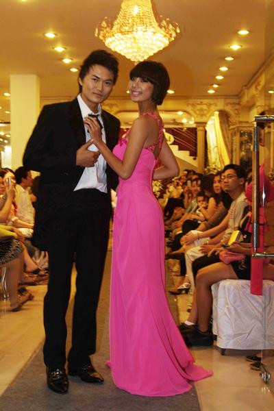 Mẫu áo cưới quyến rũ và đẹp mắt Xuân 2012 - 4
