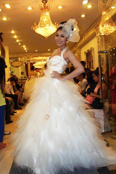 Mẫu áo cưới quyến rũ và đẹp mắt Xuân 2012 - 15
