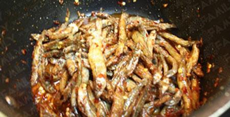 Cá cơm kho cay ngon miệng - 9